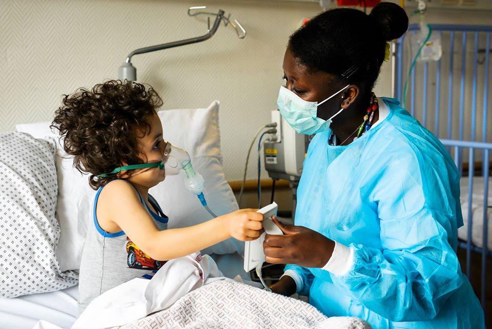 Infirmiere et enfant